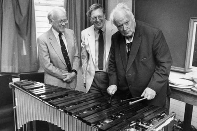 http://brianmay.com/brian/briannews/newspix/13/PatrickMoore_plays_xylophone_KeeleUni_1988_690x460.jpg