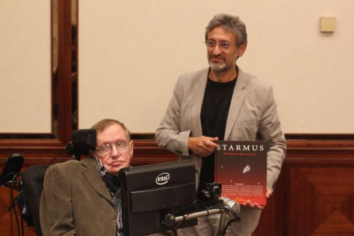 Stephen Hawking and Garik Israelian presenting the Starmus Book