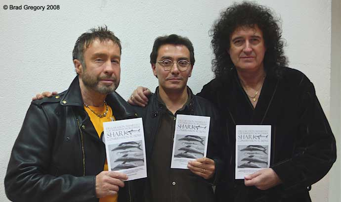 http://www.brianmay.com/queen/queennews/newspix/08/PaulRodgers,AlessandroDeMaddalena,BrianMay_690.jpg