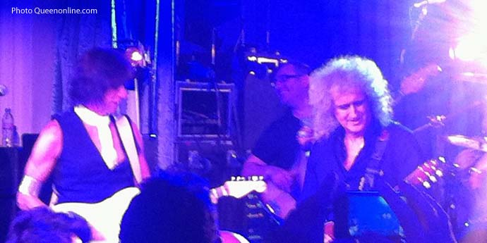 http://www.brianmay.com/queen/queennews/newspix/11/FM65th_JeffBeck_Brian_May)690.jpg